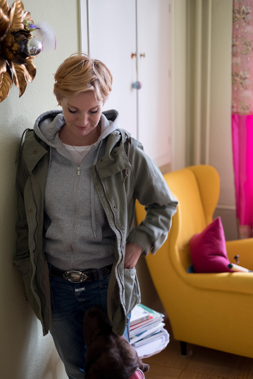 Weibsbild Kleidermacher Design Ruth Dotzer Fotoshooting Lina Gunstmann Seidensatin Annenhof